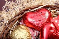 Dom zrobił czekoladom pakować w tkactwo koszu Fotografia Royalty Free
