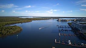 Domaine avant de terrain de golf et d'eau d'île d'espoir de la Gold Coast de point de paradis faisant face à Brisbane Photographie stock libre de droits
