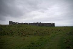 Domaine incliné une vieille ruine Image libre de droits