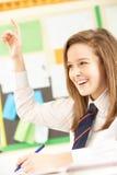 Domanda di risposta adolescente dell'allievo femminile Fotografia Stock Libera da Diritti
