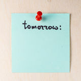 Domani nota sul Post-it di carta Fotografia Stock