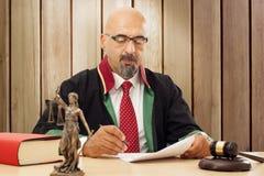 Domare In Courtroom Arkivbilder