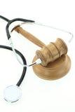 Domare gavel och stetoskop royaltyfri bild