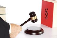 Domare med auktionsklubban i hand Royaltyfri Fotografi