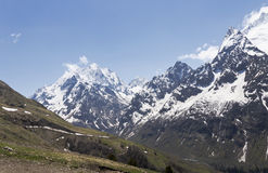 Dombai山峰和冰川  2008 4月3280日上生高加索北部峰顶土坎岩石俄国 免版税图库摄影