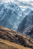 Dombai Τοπίο των δύσκολων βουνών στην περιοχή Καύκασου στη Ρωσία Στοκ εικόνα με δικαίωμα ελεύθερης χρήσης