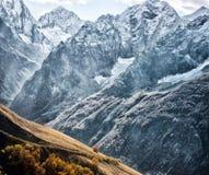 Dombai Paysage des montagnes rocheuses dans la région de Caucase en Russie Image stock