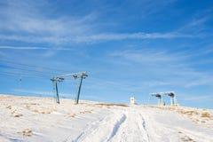 高加索dombay区域滑雪倾斜 免版税库存图片