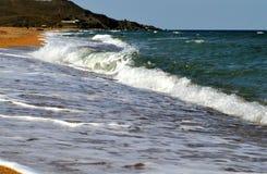 Dome ondas do mar de Azov fotografia de stock