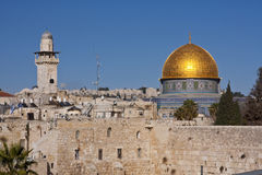 Dome of the Rock. Main mosque on Jerusalem's Temple Mount. Appearing above the western wall Stock Photo