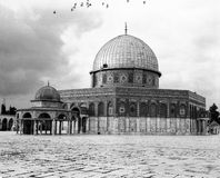 Dome Of The Rock With Black Birds Royalty Free Stock Images