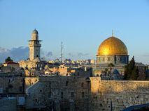 Dome of the rock jerusalem. The cuppola of the Mosque of the dome of the rock is glowing in the afternoon sun Royalty Free Stock Photos
