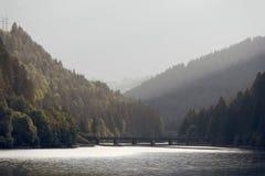 Domegio di Cadore,山的Italy美丽的湖在日出 免版税库存图片