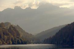 Domegio di Cadore,山的Italy美丽的湖在日出 免版税库存照片