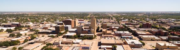 Domenica mattina sopra la via vuota Lubbock Texas Downtown Skyline fotografia stock libera da diritti