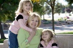Domenica nella sosta con la nonna Fotografie Stock