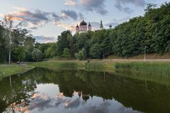 Free Domes Of The Monastery Are Reflected In The Lake Of Theophany Park. Kiev Royalty Free Stock Images - 99589229