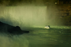 Domestique de ferry de la brume en rivière Niagara Niagara Falls Image stock