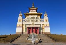 Domicilio de oro de Buda Shakyamuni Elista fotografía de archivo libre de regalías