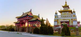 Domicilio de oro del templo budista de Buda Shakyamuni en Elista, República de Kalmukia, Rusia fotos de archivo libres de regalías