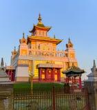 Domicilio de oro del templo budista de Buda Shakyamuni en Elista, República de Kalmukia, Rusia imágenes de archivo libres de regalías
