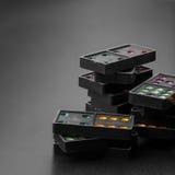 Dominós con los pedazos coloridos del juego del punto Fotos de archivo