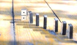 Dominós de madeira ajustados foto de stock royalty free