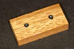 Dominós e números de madeira foto de stock