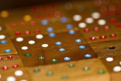 Dominós y números de madera imagen de archivo libre de regalías
