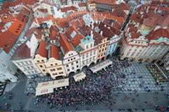 Dominare il centro città di Praga dalla torre di orologio Fotografie Stock