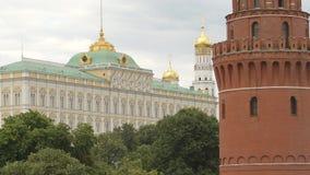 Dominent et le palais de Bolshoy Kremlin - Moscou, Russie banque de vidéos
