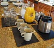 Domingo de manhã café da manhã e café Fotografia de Stock