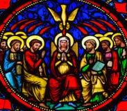 Domingo de Pentecostes - vitral na catedral de Bayeux fotos de stock royalty free