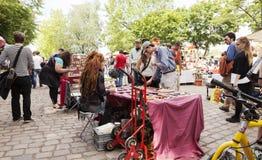 Domingo na feira da ladra do parque de Mauer - loja da faca foto de stock