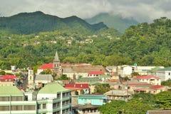 Dominica-Berge und Häuser 11 Stockfotografie