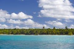 Dominicaanse Republiek, de Cara?bische Zee, de zonnige stranden van Saona-Eiland royalty-vrije stock afbeeldingen