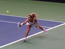 Dominika Cibulkova joue un revers en match de Fed Cup, Slovaquie photo stock