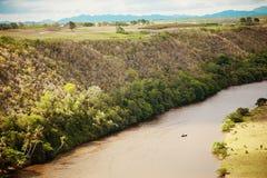 Dominikanische Republik, Ansicht Chavon RiverÑŽ von der Stadt von Altos de Chavon stockfotografie