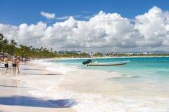 Dominikanische touristische Strand Arena Gorda, Atlantikküste lizenzfreie stockfotos