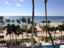 Dominikanska republiken gömma i handflatan tre gröna blått för himmel för strand för flora för vegetation för hotellturhotell Fotografering för Bildbyråer
