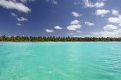 Dominikanska republiken karibiskt hav, sikt från havet på ön av Saona arkivfoton