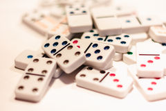 Domino con i punti colorati Immagini Stock Libere da Diritti