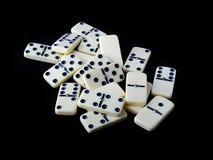 Domino die op een zwarte wordt geïsoleerde Stock Afbeeldingen
