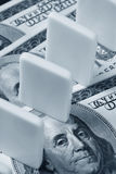 Domino e dollaro US Immagini Stock