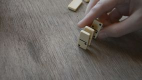 Domino-Effekt-Mannhand stock video footage