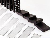 Domino et diagramme en baisse d'économie photo libre de droits