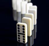 Domino levati in piedi in su immagini stock libere da diritti
