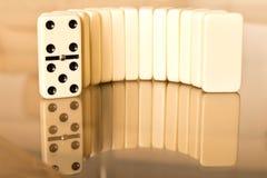 Domino na szklanym stole Domino zasada zdjęcia stock