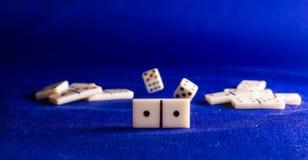 Domino på bakgrundstyget Royaltyfria Bilder