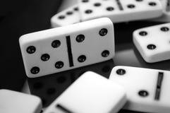 Domino på tabellen Arkivfoton
